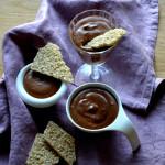 Čokoládová pěna a sezamová placička