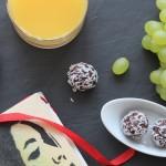 Raw: Sladké kakaové kuličky s kokosem