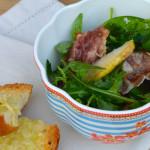 Rukolový salát s hruškou a slaninou