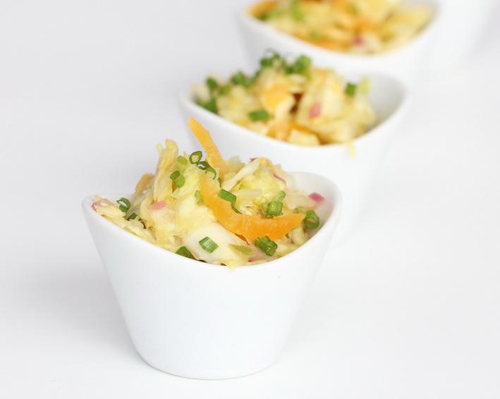 Zelný salát se sušenými meruňkami a s trochou exotiky v zálivce