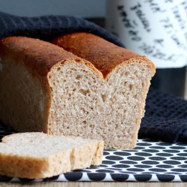 Špaldovo-pšeničný toastový chleba - nakrojený