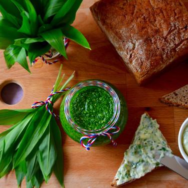 Medvědí česnek – jednoduché pesto a slané máslo