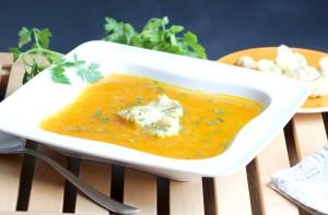 Mrkvová polévka s nočky nebo s polentovými knedlíčky