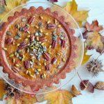 Podzimní jablkový dortík s pekany, pistáciemi a dýňovými semínky